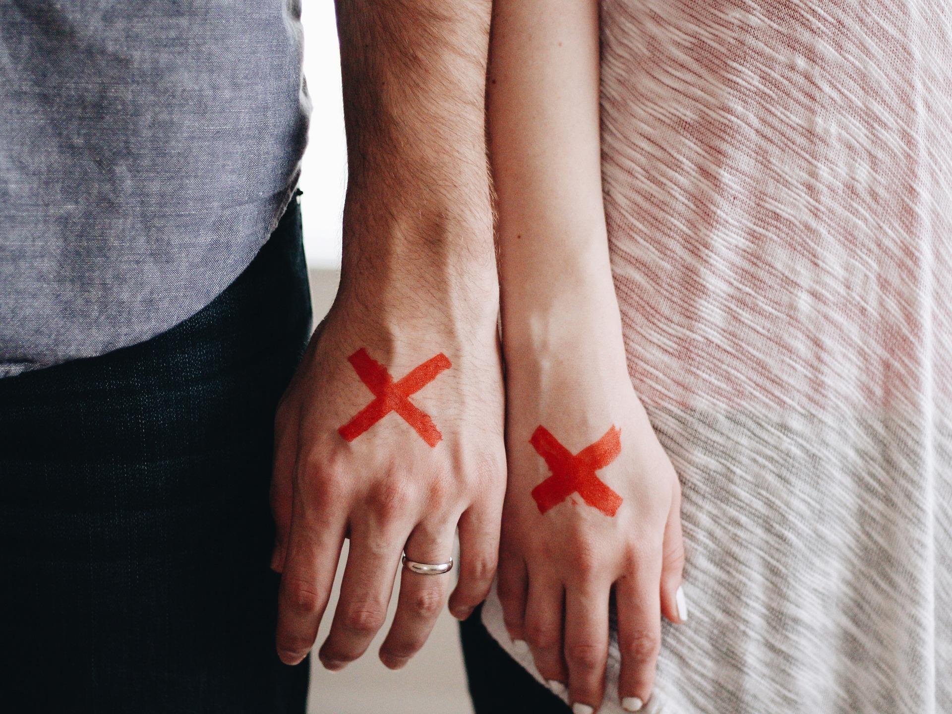 Com es fa un contracte prematrimonial?
